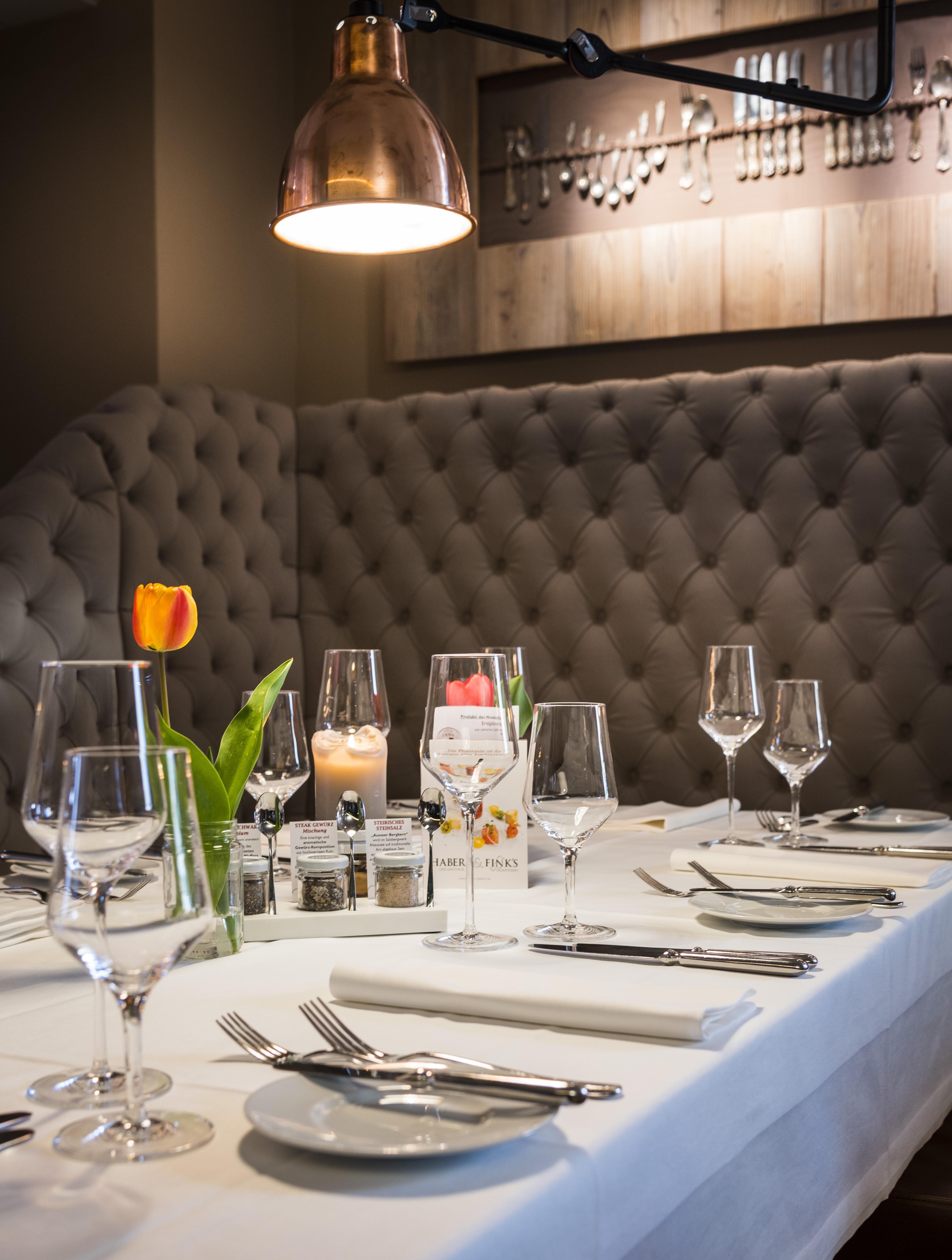 gedeckter Tisch im Gasthaus Haberl